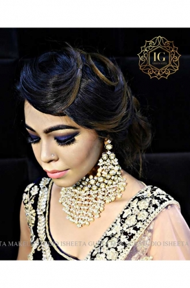 Airbrush Makeup Artist in Karol Bagh